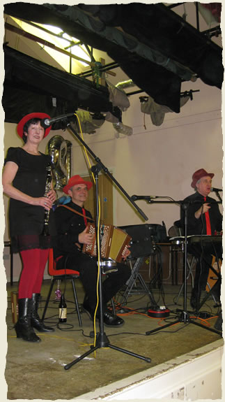 The Polka Dots: Jan Porter, Roy Hardacre, Nigel Swan